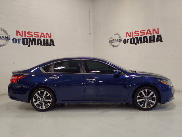 Pre Owned 2016 Nissan Altima 2 5 Sr