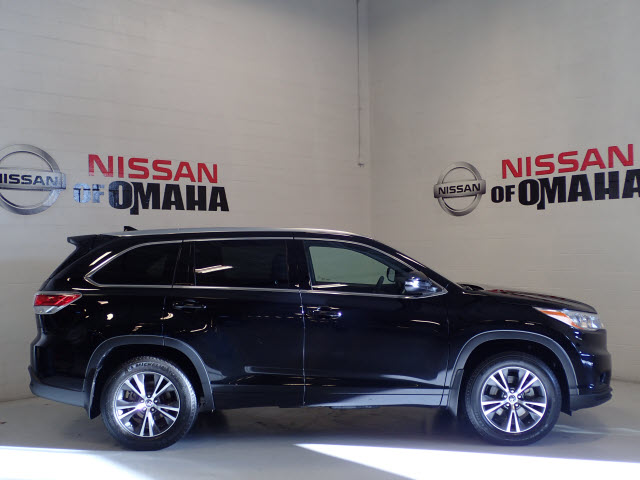Pre-Owned 2016 Toyota Highlander XLE V6 AWD